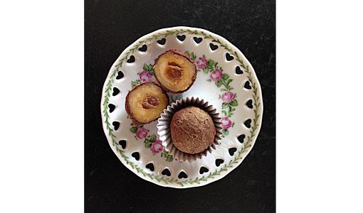 Orangenmarzipan-mit-Rumrosinenkern-und-Schokoladenhuelle